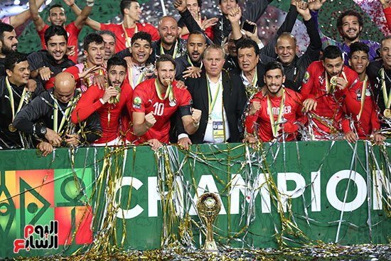 لحظة رفع المنتخب الأولمبى كأس بطولة أمم أفريقيا 2019 (10)