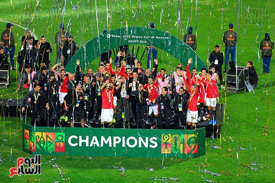 لحظة رفع المنتخب الأولمبى كأس بطولة أمم أفريقيا 2019 (39)