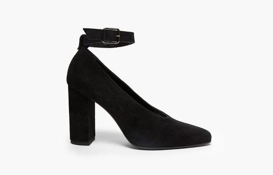حذاء قطيفة أسود