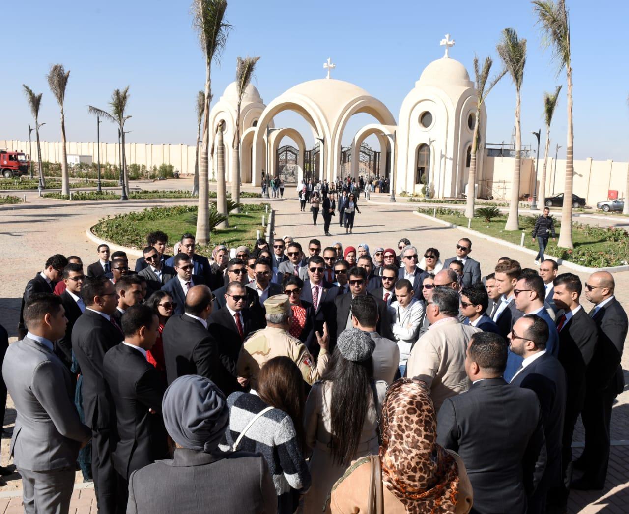 المشاركون بمنتدى أفريقيا خلال زيارتهم للكاتدرائية بالعاصمة