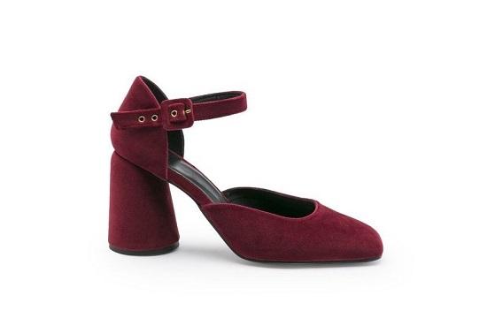 حذاء قطيفة بكعب عريض