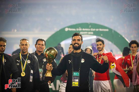 لحظة رفع المنتخب الأولمبى كأس بطولة أمم أفريقيا 2019  (43)