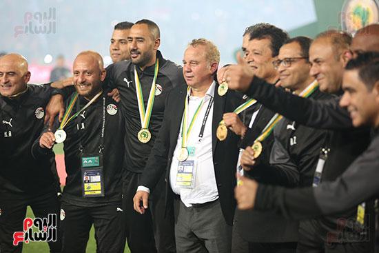 لحظة رفع المنتخب الأولمبى كأس بطولة أمم أفريقيا 2019 (17)