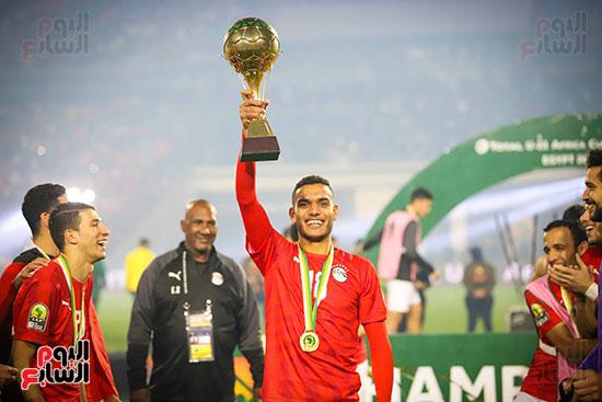 لحظة رفع المنتخب الأولمبى كأس بطولة أمم أفريقيا 2019  (37)