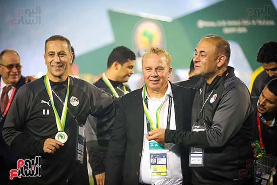 لحظة رفع المنتخب الأولمبى كأس بطولة أمم أفريقيا 2019  (35)