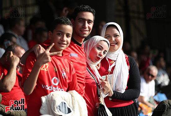 بدء توافد الجماهير على استاد القاهرة (20)