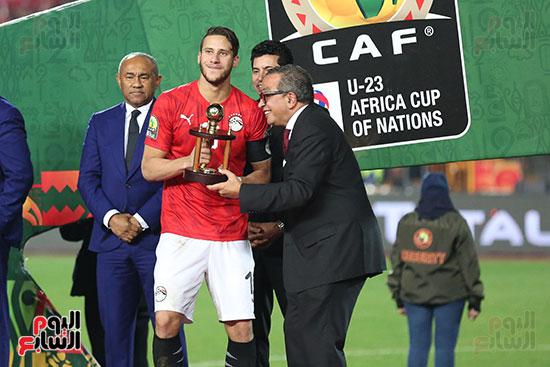 لحظة رفع المنتخب الأولمبى كأس بطولة أمم أفريقيا 2019 (3)