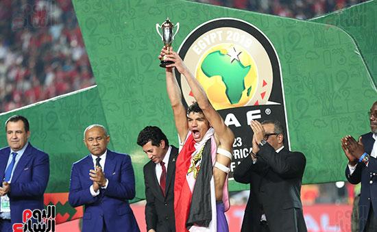 لحظة رفع المنتخب الأولمبى كأس بطولة أمم أفريقيا 2019 (7)