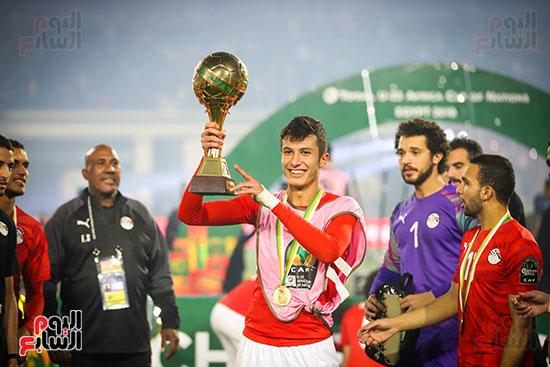 لحظة رفع المنتخب الأولمبى كأس بطولة أمم أفريقيا 2019  (34)