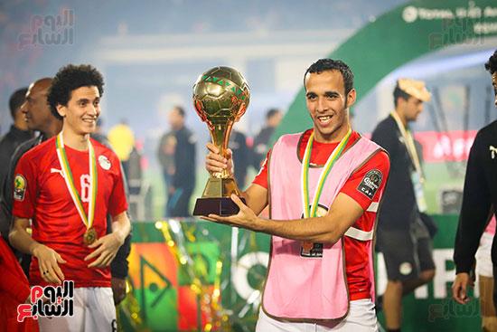 لحظة رفع المنتخب الأولمبى كأس بطولة أمم أفريقيا 2019  (38)