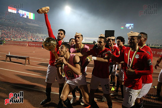 لحظة رفع المنتخب الأولمبى كأس بطولة أمم أفريقيا 2019 (27)