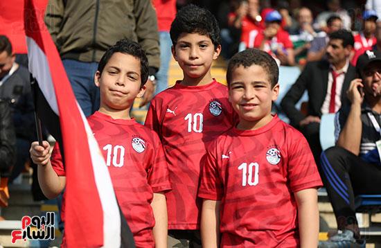 بدء توافد الجماهير على استاد القاهرة (17)