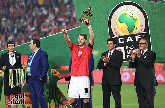 لحظة رفع المنتخب الأولمبى كأس بطولة أمم أفريقيا 2019 (1)