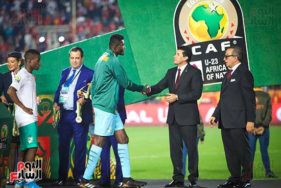 لحظة رفع المنتخب الأولمبى كأس بطولة أمم أفريقيا 2019  (23)
