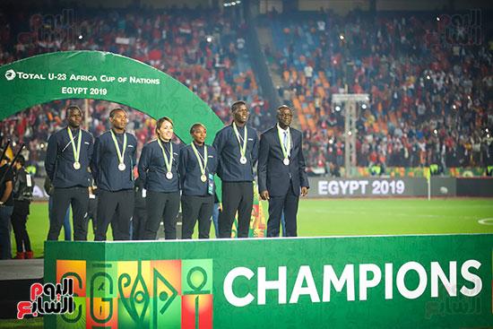 لحظة رفع المنتخب الأولمبى كأس بطولة أمم أفريقيا 2019  (21)