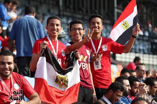 بدء توافد الجماهير على استاد القاهرة (4)