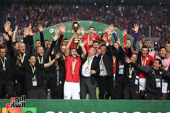 لحظة رفع المنتخب الأولمبى كأس بطولة أمم أفريقيا 2019 (19)