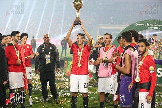 لحظة رفع المنتخب الأولمبى كأس بطولة أمم أفريقيا 2019 (14)