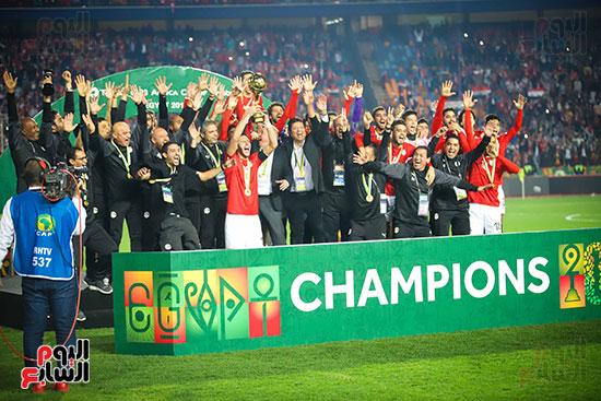 لحظة رفع المنتخب الأولمبى كأس بطولة أمم أفريقيا 2019  (29)
