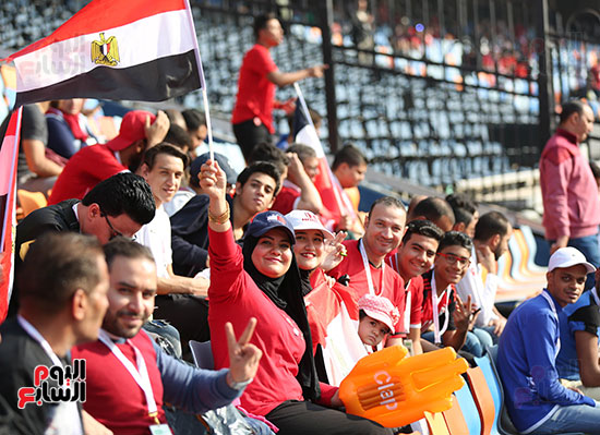 بدء توافد الجماهير على استاد القاهرة (8)