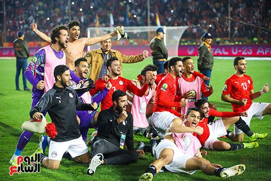 لحظة رفع المنتخب الأولمبى كأس بطولة أمم أفريقيا 2019  (6)