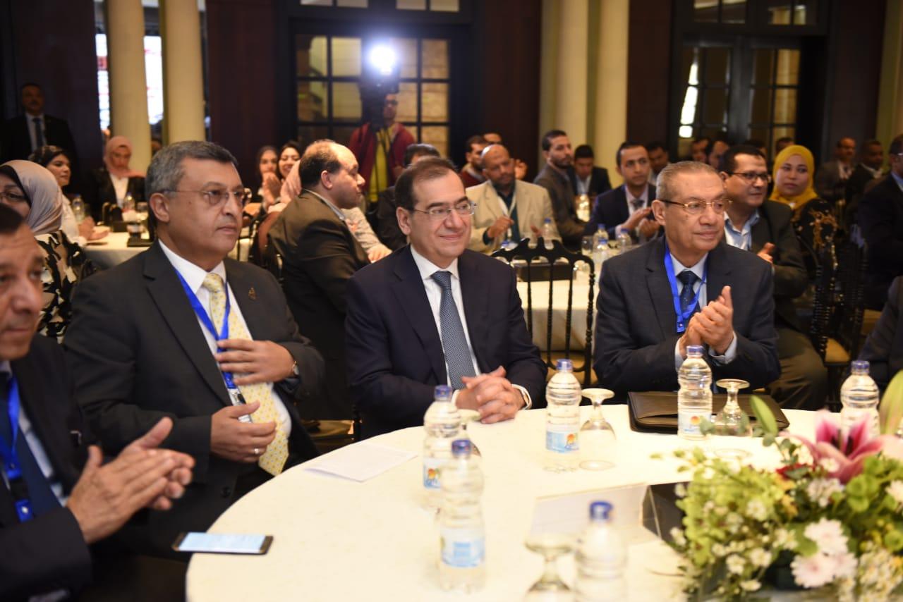 وزير البترول المهندس طارق الملا ووزير البترول الأسبق أسامة كمال خلال فعاليات المؤتمر