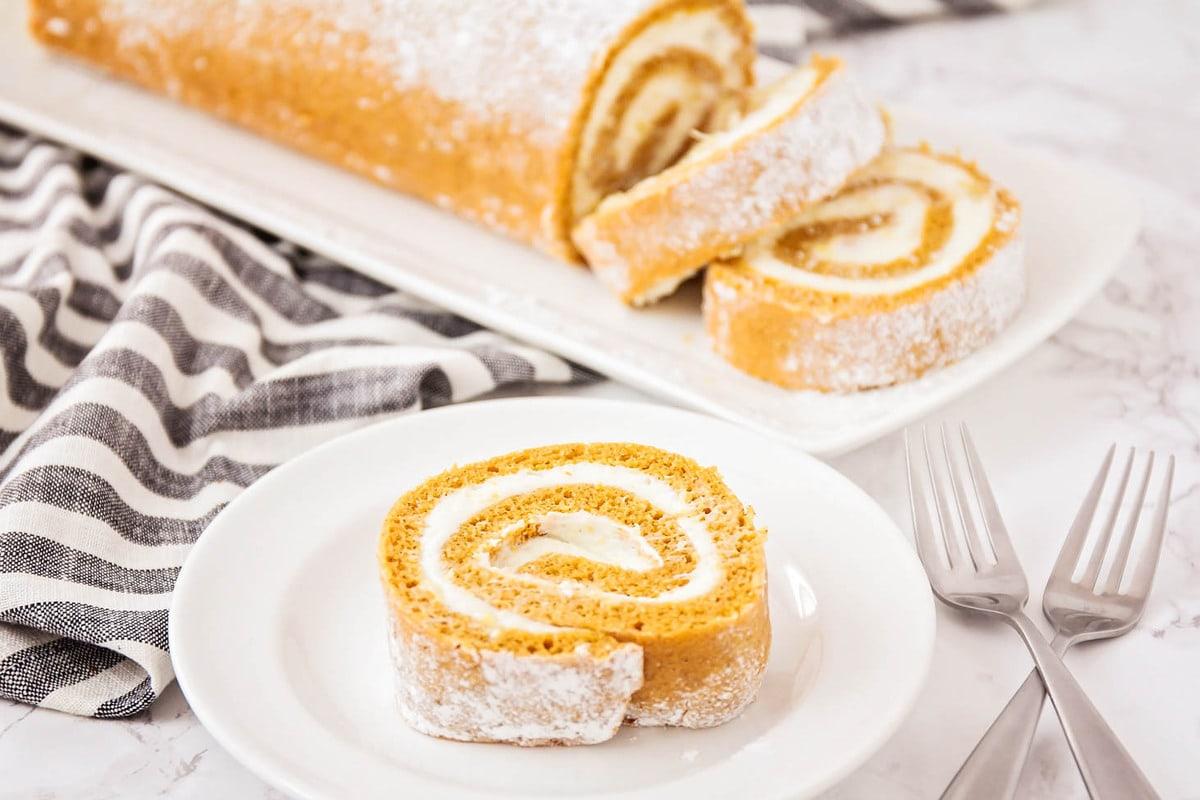 طريقة عمل الكيكة الرول