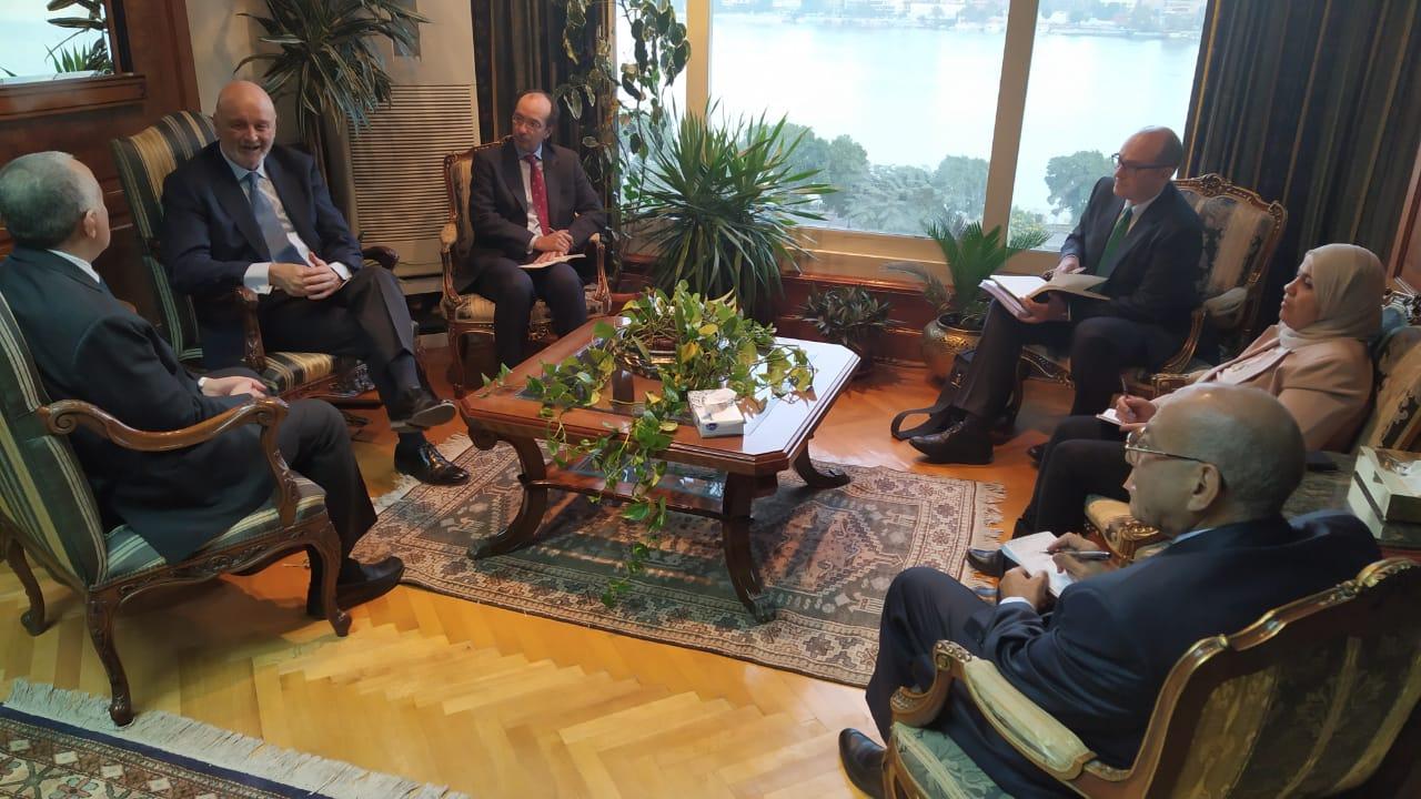لقاء وزير الرى و السفير الأسباني بمصر  (2)
