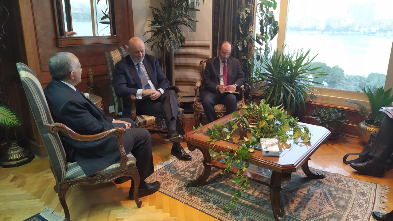 لقاء وزير الرى و السفير الأسباني بمصر  (1)