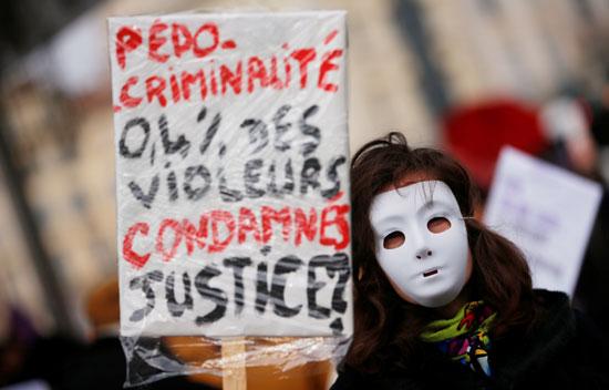 مظاهرات تطالب بوقف العنف ضد المرأة