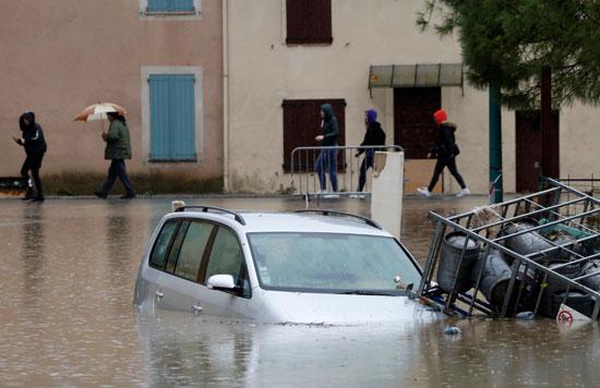 غرق سيارة