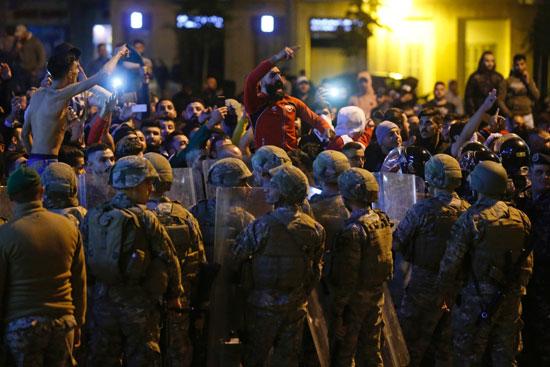 المتظاهرين فى لبنان