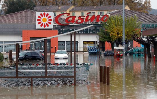 غرق ساحة سيارات