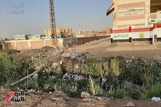 القمامة تحاصر مدرسة الثانوى الصناعى (4)
