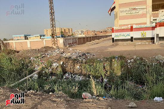 القمامة تحاصر مدرسة الثانوى الصناعى (5)