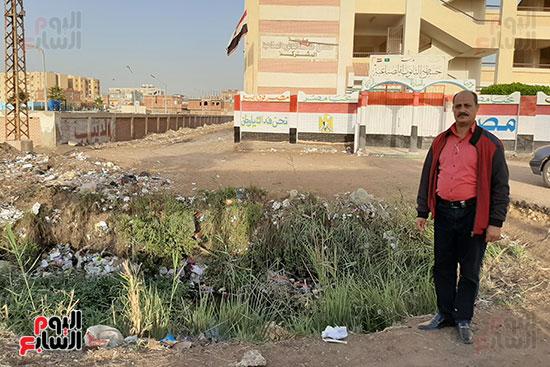 القمامة تحاصر مدرسة الثانوى الصناعى (3)