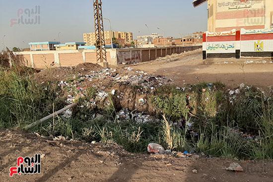 القمامة تحاصر مدرسة الثانوى الصناعى (6)