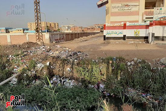 القمامة تحاصر مدرسة الثانوى الصناعى (7)