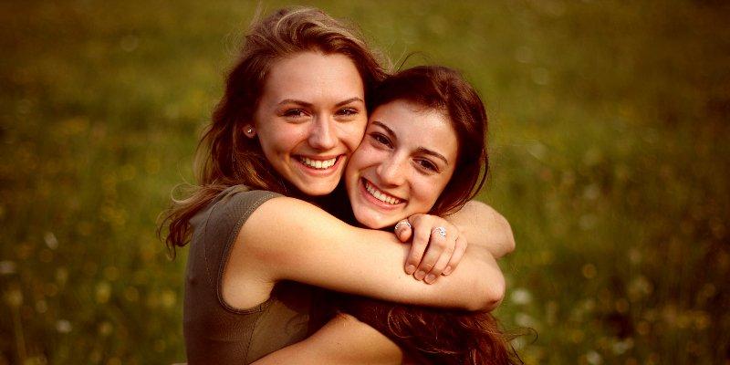 تشابه الاهتمامات مع صديقتك يزيد الترابط بينكما