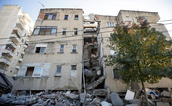 بيوت مدمرة