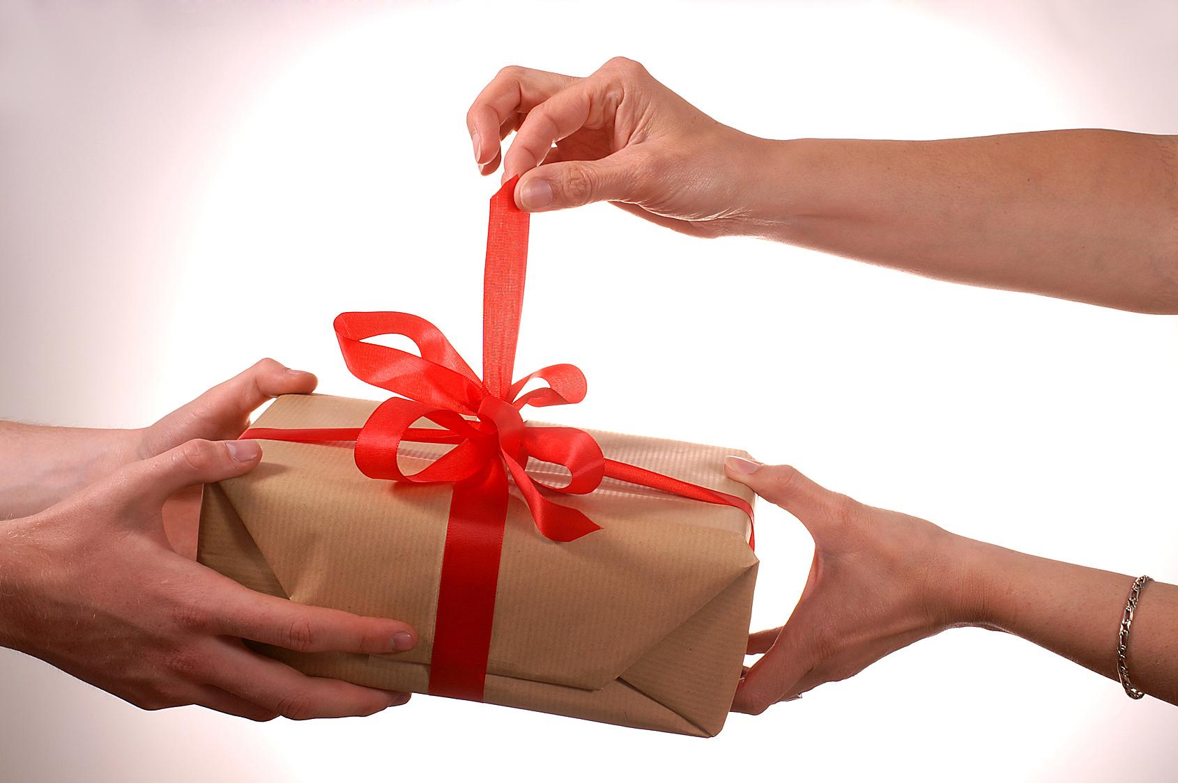 تقديم هدية