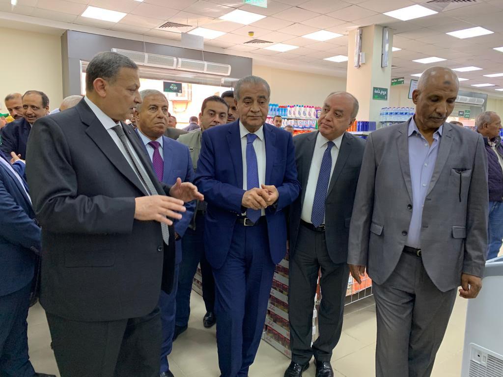زيارة وزير التموني لأسوان (2)