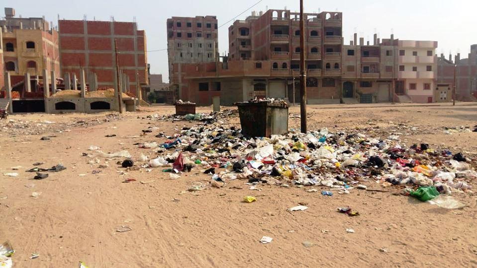عدم رفع تراكمات القمامة
