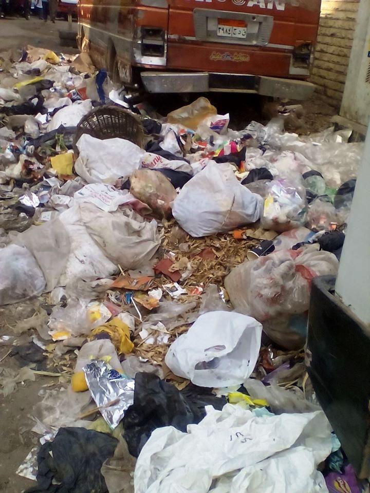 انتشار القمامة بجوار كبائن الكهرباء