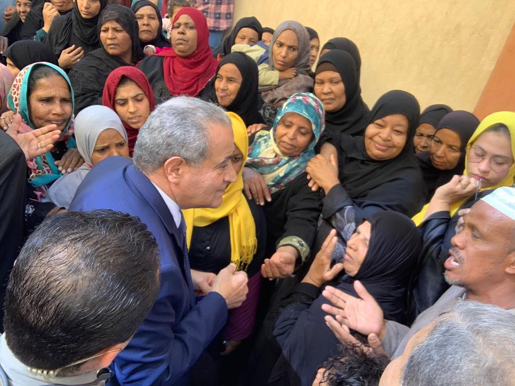 زيارة وزير التموني لأسوان (6)