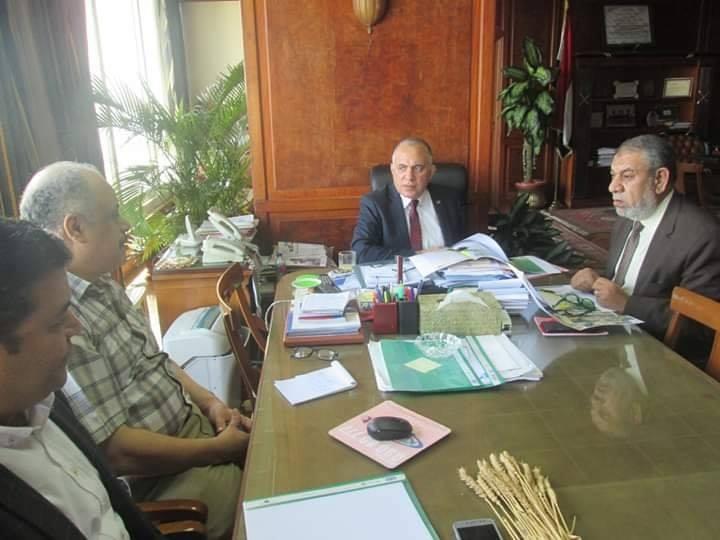 وزير الرى يعقد اجتماع لاستعراض المناطق المقترح تغذيتها من مشروع سحارة مصرف المحسمة (3)