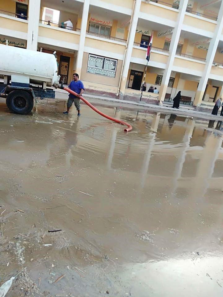 مياه الصرف الصحي في افنية المدارس