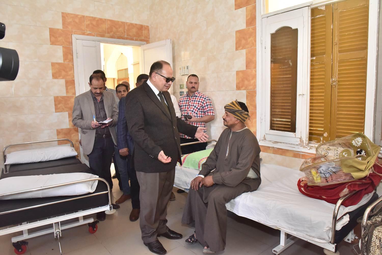 جولة محافظ أسيوط الجديد لمستشفى الحميات وقصر الثقافة (5)