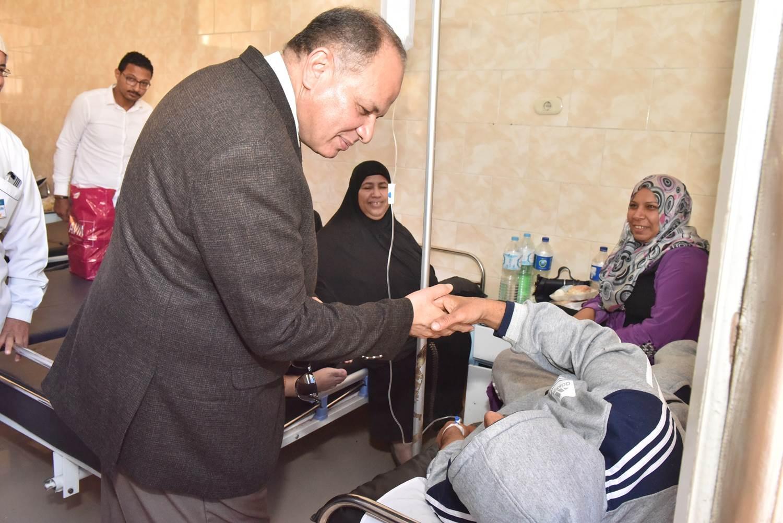 جولة محافظ أسيوط الجديد لمستشفى الحميات وقصر الثقافة (8)