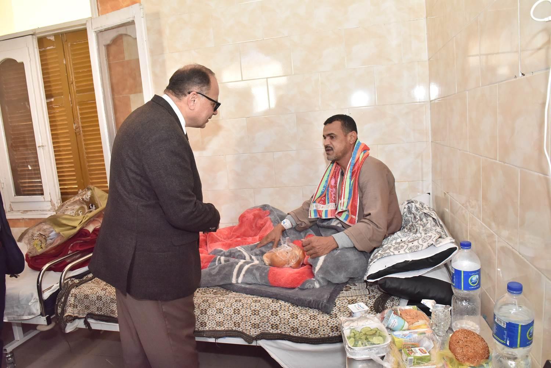 جولة محافظ أسيوط الجديد لمستشفى الحميات وقصر الثقافة (6)